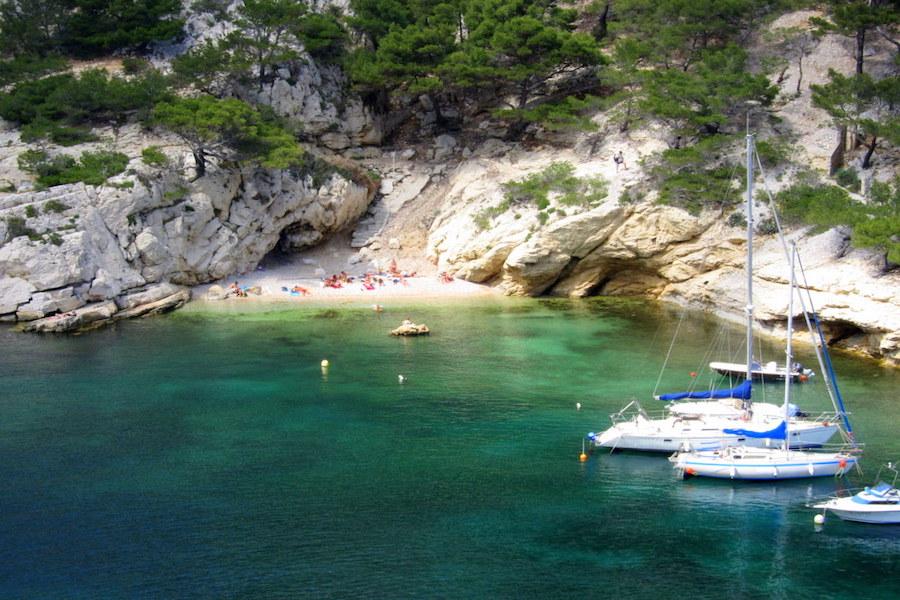 plage-morgiou-calanque-bateaux